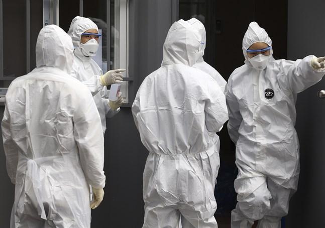 Personal vid ett sjukhus i sydkoreanska Daegu där många personer har smittats av det nya coronaviruset.