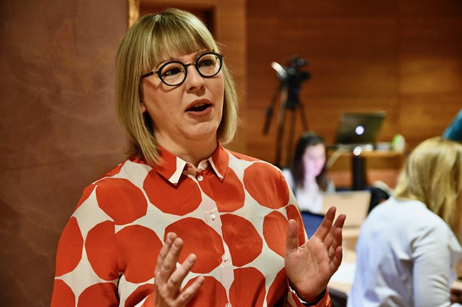 Just nu råder ingen epidemi i landet. Smittorisken är också liten i Finland, säger social- och hälsovårdsminister Aino-Kaisa Pekonen (VF). Arkivbild.
