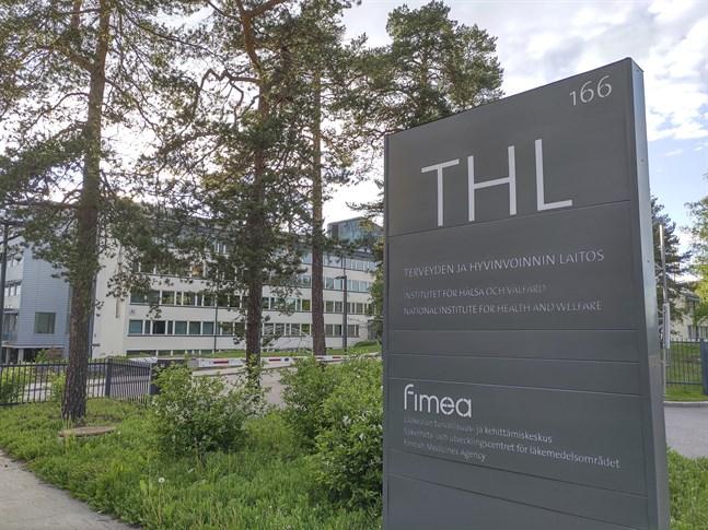 Institutet för hälsa och välfärd THL utreder vilka personer som har varit i nära kontakt med en coronasmittad patient.