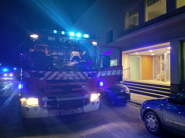 Brandkår ryckte ut till Köpmansgatan i Jakobstad.