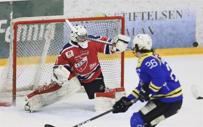 Målvakten Niko Lehtinen storspelade i kvartsfinalerna mot Malax IF i våras. Nu har han lämna IFK för just Malax.