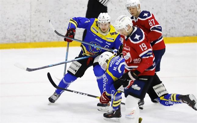 Lagkaptenen Teemu Kaislehto och tidigare Sport-yttern Markus Nässlin hör till Malax IF:s ledande spelare. I söndagens avgörande kvartsfinalmatch gjorde Kaislehto två mål medan Nässlin antecknades för 0+3.