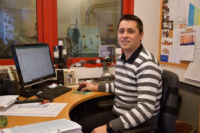 Christoffer Sund, driftschef på Närpes fjärrvärme, vill ha ett besked, ja eller nej, då är det enklare att gå vidare.