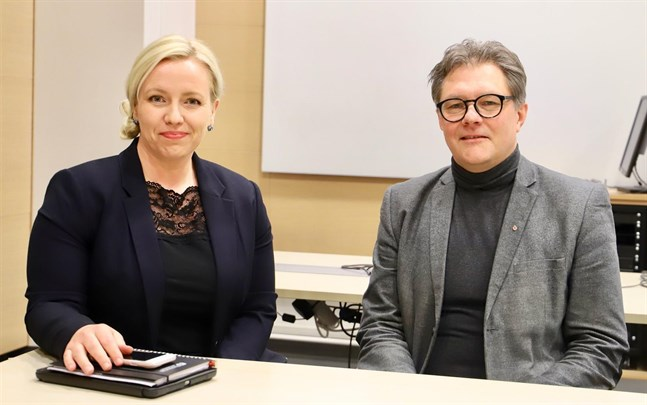 Det var bra att kommunerna kunde komma överens till sist, tycker styrgruppens ordförande Patrick Ragnäs. Här med vice ordförande Johanna Holmäng.