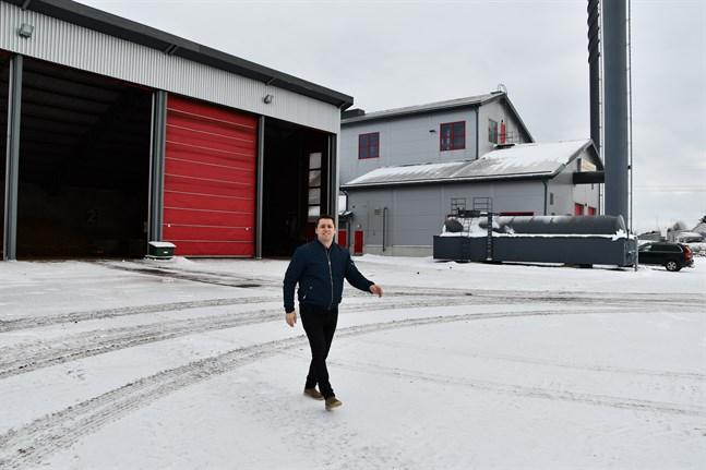 Det handlar om en total investering om cirka 15 miljoner euro om Närpes fjärrvärmes planer går som tänkt, berättar vd Christoffer Sund.