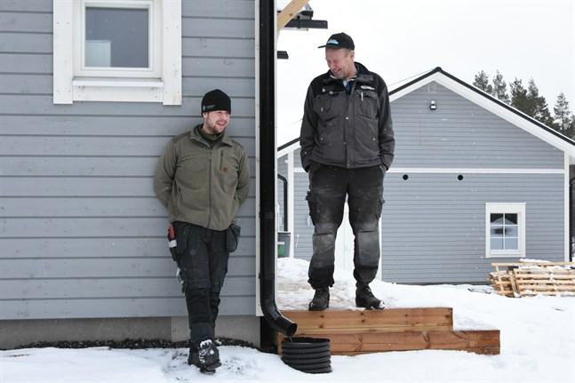 Tobias Häggblom och Johnny Sjöström säger att bergvärme är ett praktiskt uppvärmningssystem. För Häggblom var det ett självklart val.