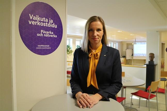 - Den postcykliska karaktären i vår ekonomi innebär att krisen inte kommer att drabba industrin och exportföretagen ordentligt förrän under hösten, säger Paula Erkkilä som är Österbottens handelskammares direktör.
