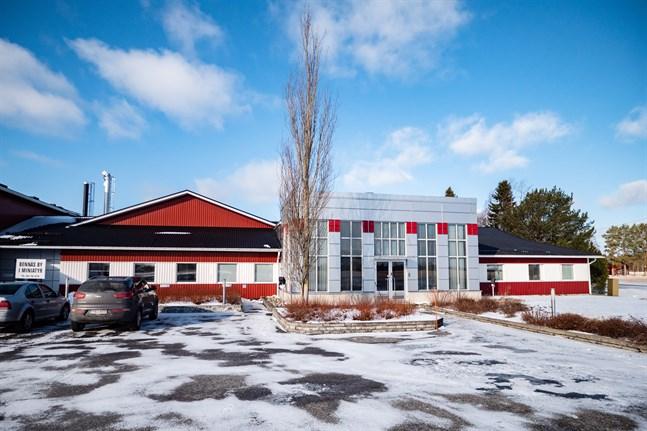 Kommunen hyr kontorslokalerna i Lövö av fastighetsbolaget Myro Equity som drivs av Leif Käldman.