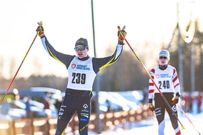 Lukas Kuuttinen vann både sprinten och normaldistans vid FSS-mästerskapen i Lappfors.