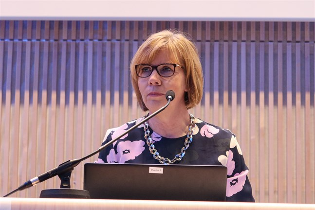 SFP:s ordförande justitieminister Anna-Maja Henriksson höll ett anförande på distans under SFP Österbottens kretsmöte på lördagen.