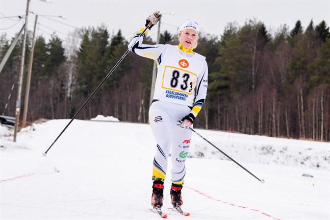 Andrea Julin balanserade på gränsen för vad kroppen tål i oktober och tvingades därför minimera träningsmängden. Men i helgen tävlar hon i Finlands Cup i Vuokatti.