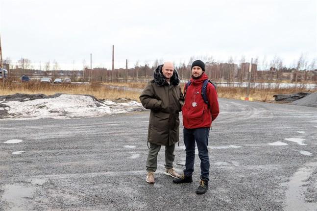 Vasaskejtarna Andy Prinkkilä och Jussi Haapamäki i Skeppsparken vid Metviken.