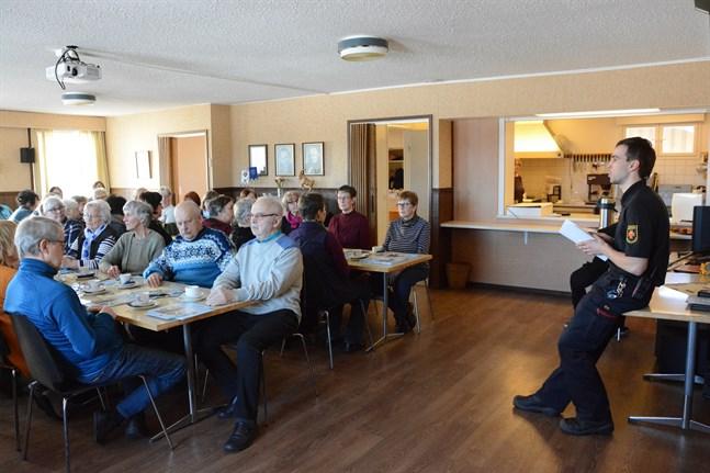 Brandman Sebastien Valtakari gav Kasköborna goda råd om brandsäkerhet i hemmet.