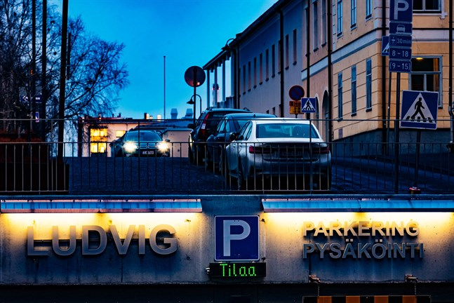 Torgparkering Ludvig drar Mäenpääs i konkurs.