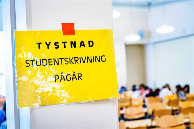 Alla examinander borde ha samma möjligheter oberoende skolans resurser i coronatider, skriver Skolungdomsförbundets ordförande Alexandra Wegelius.