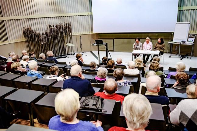 Vården av de äldre diskuterades nyligen på ett seminarium om framtidens Jakobstadsregion av Pirjo Knif, chef för äldreomsorgen, Pia Nyman och Åsa Björkman, vd fastighets Ab Ebba. Frågeställningen kommer att bestå.