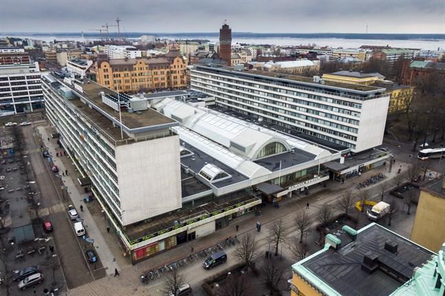 Sky bar hittas högst upp i köpcentret Rewell, mot Vasaesplanaden.