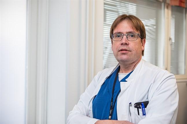 Infektionsöverläkare Marko Rahkonen säger att han tolkar alla länder i Europa där coronafallen ökat stadigt de senaste dagarna som riskområden.
