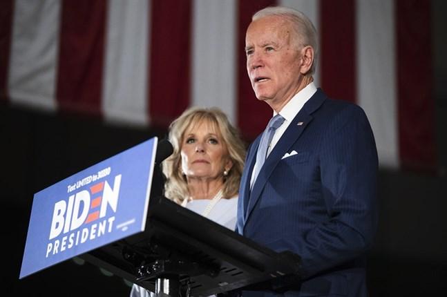 Demokraternas presidentkandidat Joe Biden har sagt att han ska välja en kvinnlig vicepresidentkandidat. Många anser att hon också borde tillhöra en minoritet.