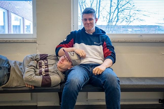 Johan Backlund och Nicolas Bergman driver företaget Sodapop UF