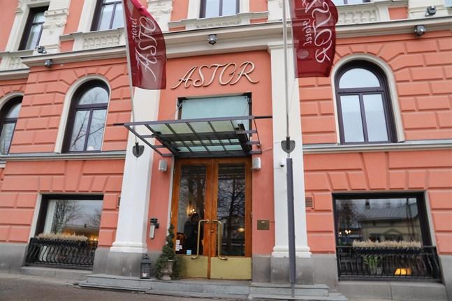 Vasas hotell såg mindre än hälften av det normala antalet gäster i mars.