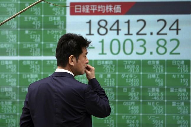 Japans Nikkei 225-index fortsätter att rasa.