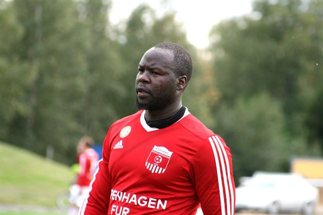 Males Lombo är en av de som fortsätter i Korsnäs FF.