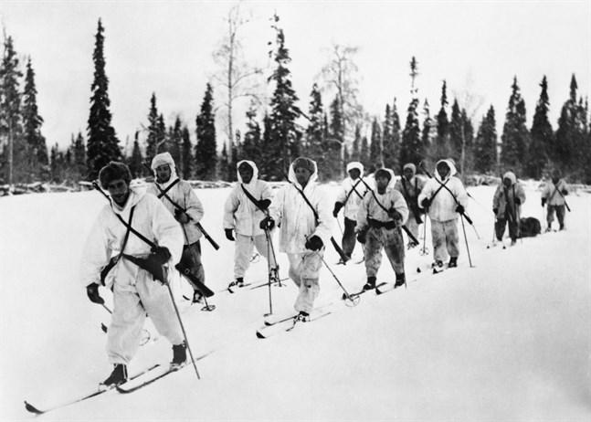 Pekka Niemi leder en patrull med finska soldater någonstans i norra Finland 1940.