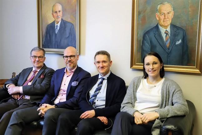 Peter Boucht, Björn Boucht, Peter Nygård, Nathalie Brännkärr driver nu advokatbyrå Boucht & Nikula. Ovanför dem föregångarna Harald och Christer Boucht.