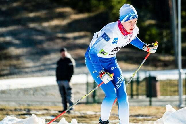 Mångsysslaren Rasmus Huhtamäki bärgade ett FM-silvret i skidorientering i helgen.