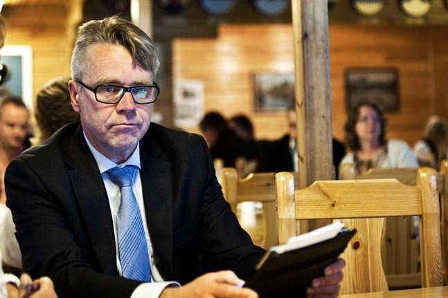 Peter Östman anser att Mäenpääs uttalande i riksdagen var förkastligt. Men han röstade ändå inte för att åtalsimmunitetet ska hävas.