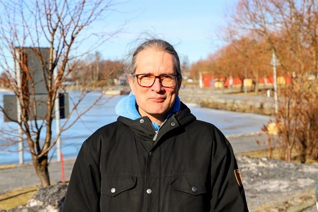 Tommi Lehtonen, professor vid Vasa universitet, säger att förutsägbar lagstiftning är bland det viktigaste för att  storföretag ska agera för klimatet.