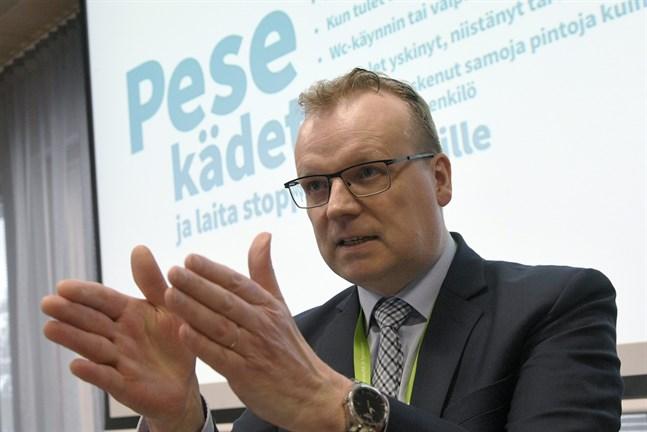 THL:s generaldirektör Markku Tervahauta uppskattar att coronasmittan är mycket mer utbredd än det som hittills konstaterats.