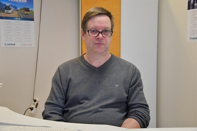 Byråkratin är en nackdel, men det brukar fungera bra då man väl är igång, säger Dan Liljedal.