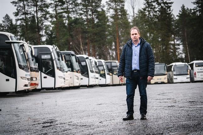 En bedrövlig syn, säger en bedrövad Kennet Svanbäck om alla de bussar som från och med onsdag inte längre är i trafik.