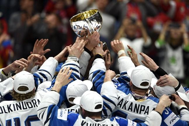 Lejonen får inte försvara sitt VM-guld i vår. Trösten är väl att Finland får ett år till som världsmästare i ishockey?