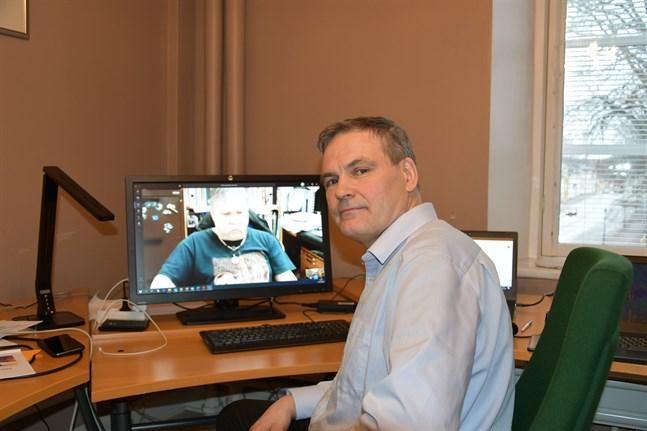 Videomötet fungerar klanderfritt konstaterar ict-chef Ove Strandberg som har den interna revisorn Rikard Haldin som testperson.