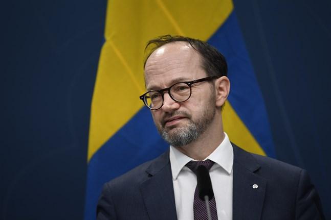 Infrastrukturminister Tomas Eneroth vid en presskonferens på tisdagen. Staten erbjuder flygbranschen kreditgarantier på totalt 5 miljarder kronor, varav 1,5 miljarder riktas till SAS.