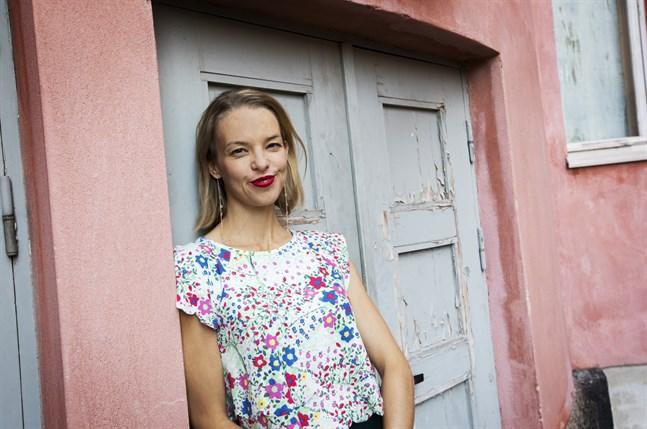 Lina Ekblad vill fortsätta ge den österbottniska teaterpubliken lokala upplevelser i världsklass.