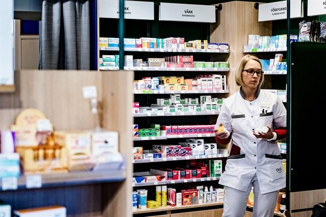 Enligt provisor Hanna-Maria Lidsle på Apoteket Bothnia i Jakobstad har åtgången på vissa smärtstillande läkemedel varit särskilt stor.