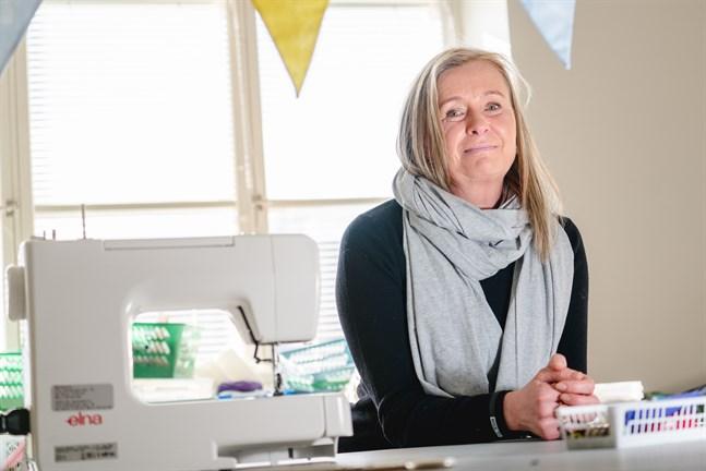 Pia Mattsson gillar kläder och har börjat tänka mer hållbart genom att sy om och reparera det som redan finns i garderoben.