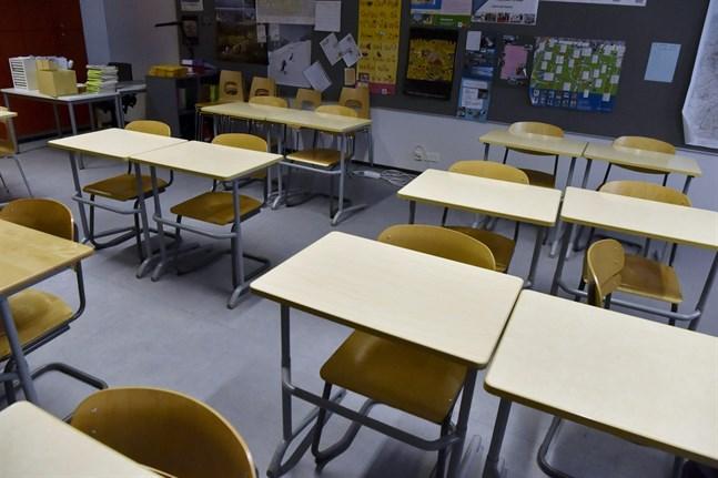 Det väntas ingen rusning till skolorna trots att alla elever i årskurs 1 till 3 nu har rätt delta i närundervisning.