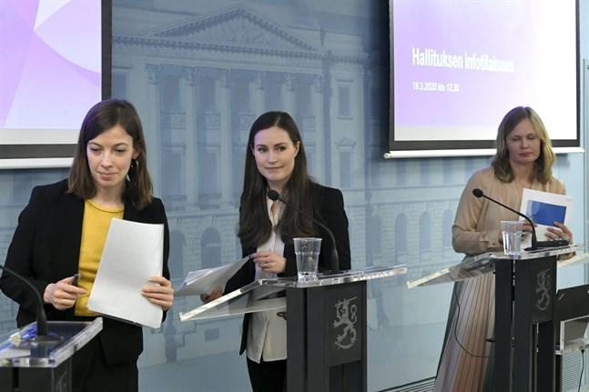 Under presskonferensen med Li Andersson (V), Sanna Marin (SDP) och Hanna Kosonen (C) kom det bland annat fram att det inte har klarnat kring skolornas eventuella förlängning mot sommaren.