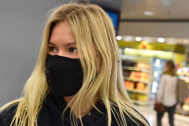 """Medicinstuderande Amanda Hertzberg återvände hem till Esbo på torsdagen. """"Stämningen i London var apokalyptisk"""", säger hon."""