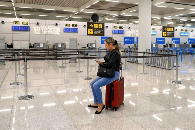 Då flygbolagen skalar ned sin verksamhet blir det svårare för turister att ta sig hem. Så här på flygplatsen i Palma de Mallorca den 16 mars.