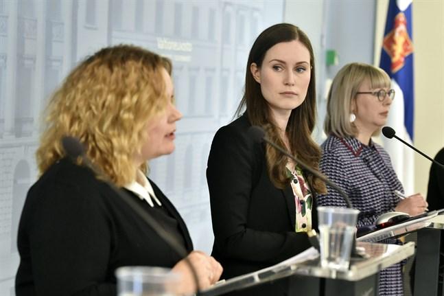 Ministrarna Krista Kiuru, Sanna Marin och Aino-Kaisa Pekonen.