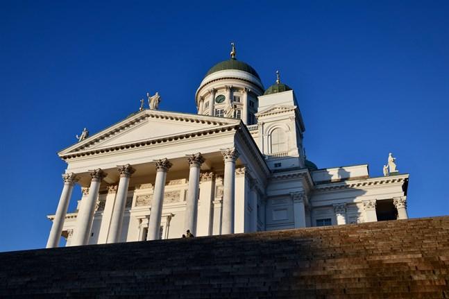 Den evengelisk-lutherska kyrkan gör ett undantag och tillåter att över tio personer deltar på begravningar.
