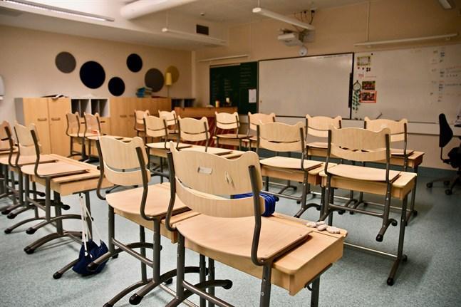Från och med måndag ändras riktlinjerna så att alla grundskoleelever i årskurserna 1-3 har rätt att gå till skolan.