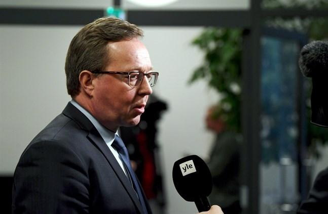 Näringsminister Mika Lintilä underströk att det nu är bråttom att rädda företagen.