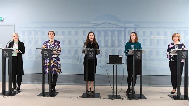 Regeringen lade på fredagen fram sitt enorma stödpaket. De på bilden är Maria Ohisalo, Katri Kulmuni, Sanna Marin, Li Andersson och Anna-Maja Henriksson.
